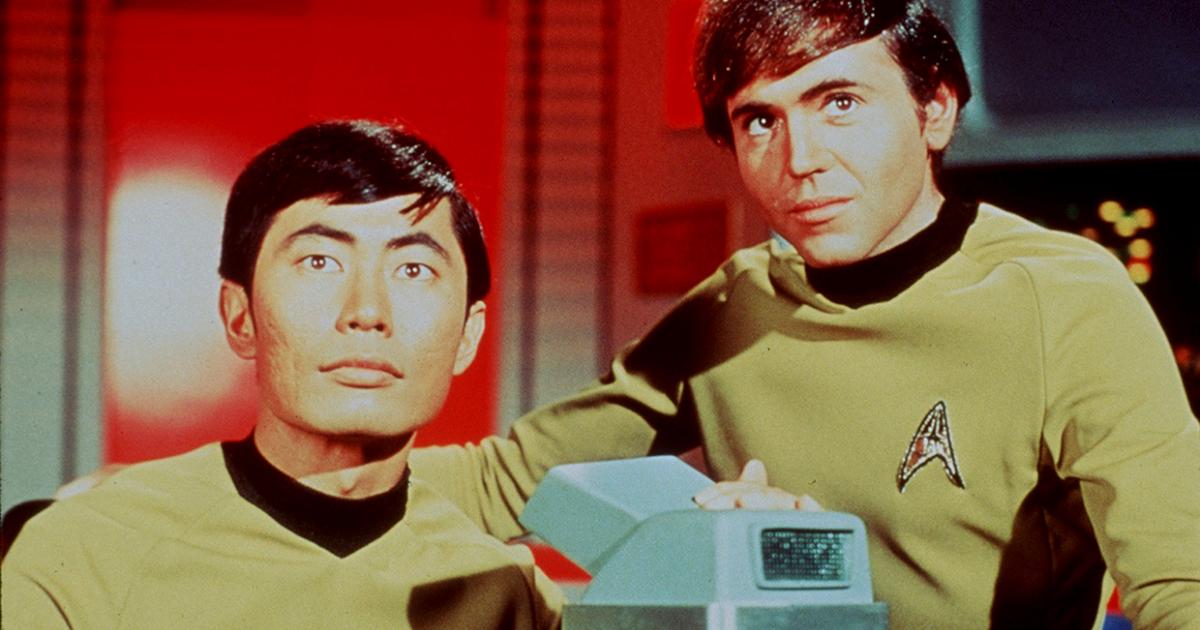 chekov e sulu al ponte di comando guardano davanti a loro - nerdface