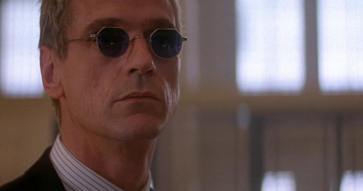 occhiali tondi, jeremy irons è simon gruber - nerdface