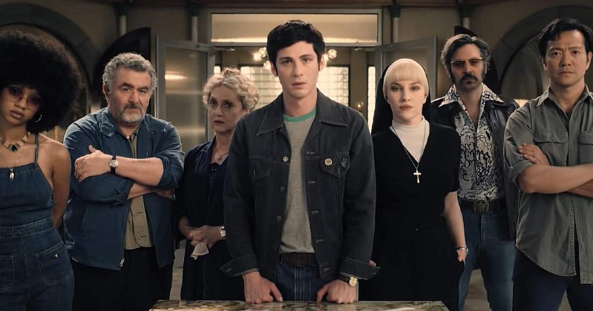 il gruppo degli hunters è in posa in una sala di uno scantinato - nerdface