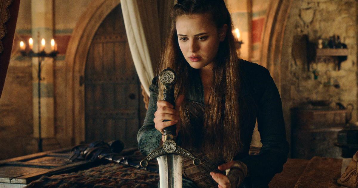 la protagonista guarda una spada che sembra conficcata in qualcosa - nerdface