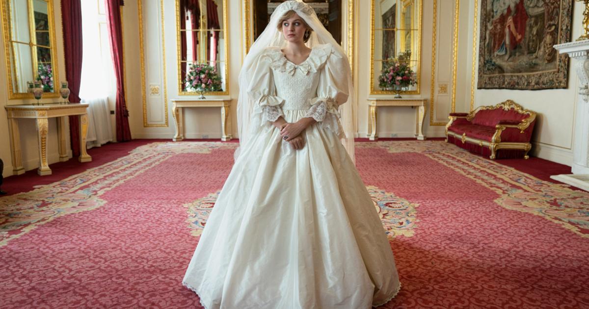 lady d vestita da sposa in una sala lussuosa del palazzo reale - nerdface