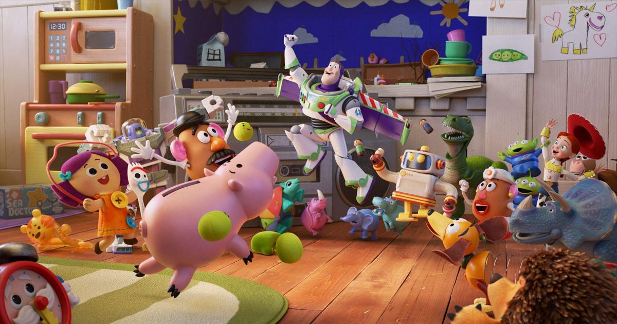 Pixar Popcorn nei cortometraggi Disney+ anche i personaggi di Toystory che esultano alle gesta di Buzz Lightyear.