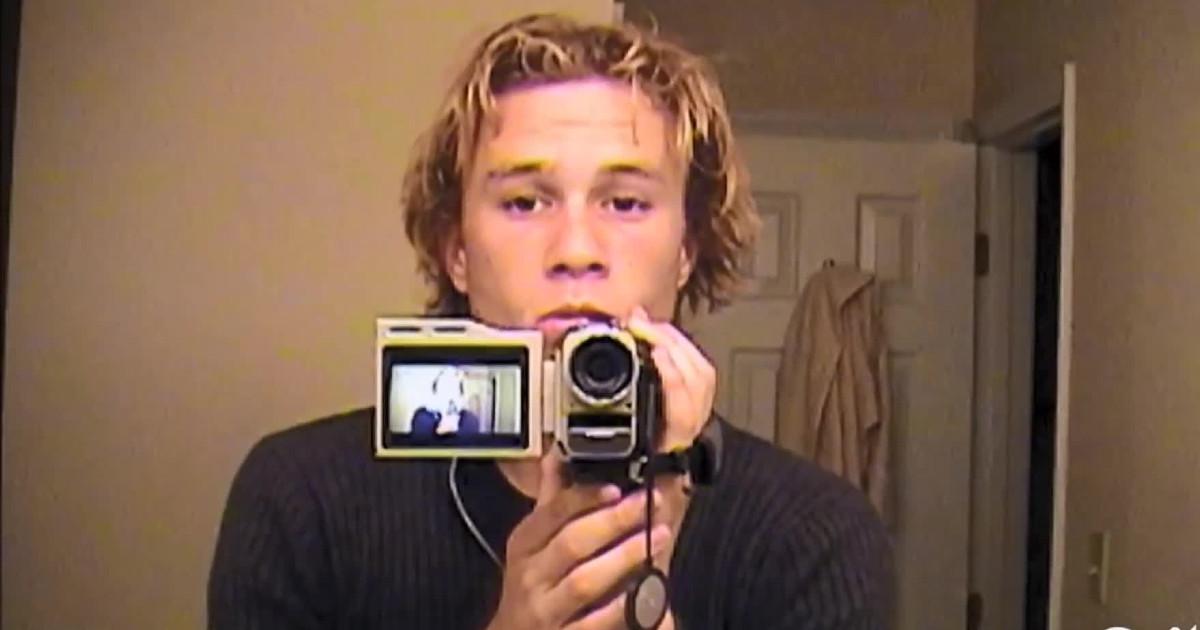 Primo piano di Heath Ledger con una videocamera in mano - nerdface