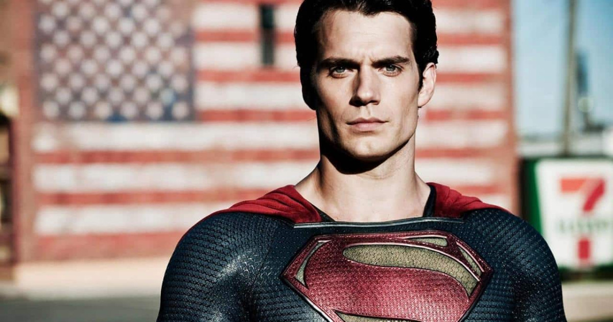 Primo piano di Henry Cavill nei panni di Superman - nerdface