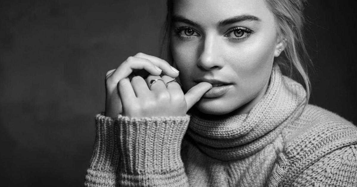 Primo piano di Margot Robbie - nerdface