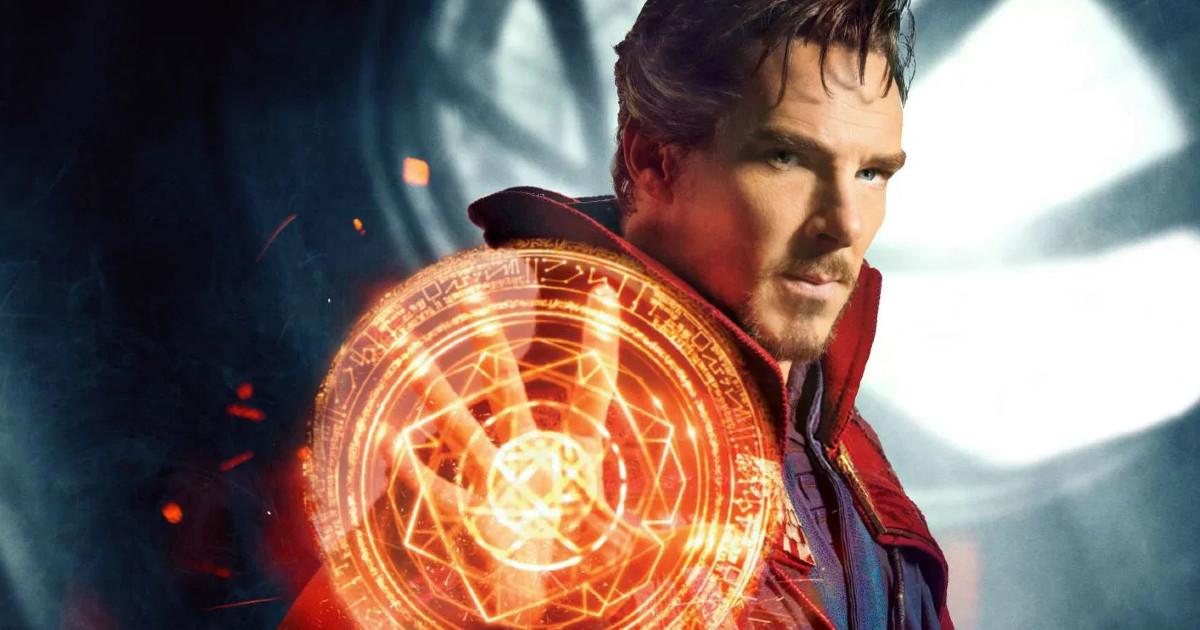 Doctor Strange in primo piano mentre compie un incantesimo - nerdface