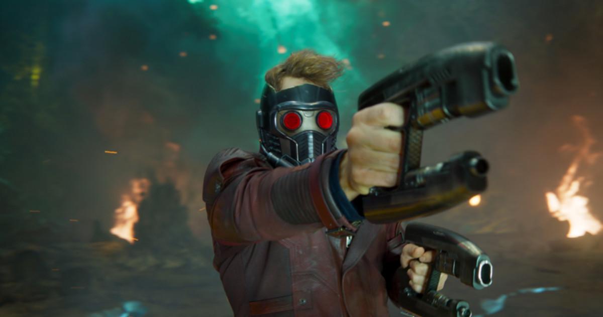 Star Lord in primo piano punta la propria arma - nerdface