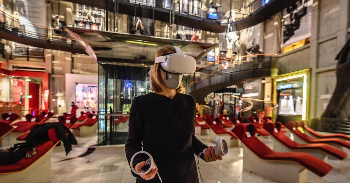 ragazza utilizza apparecchio VR - nerdface