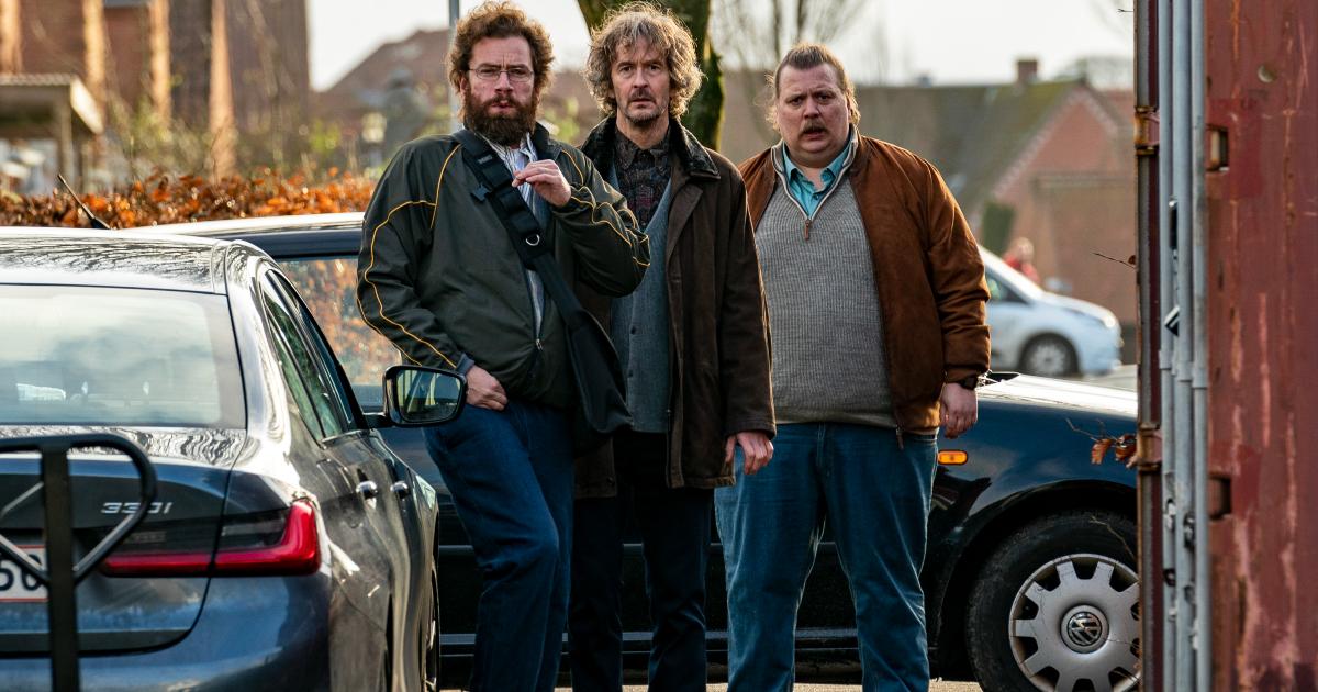 i tre alleati improbabili di mads mikkelsen sono insieme e guardano nella stessa direzione - nerdface