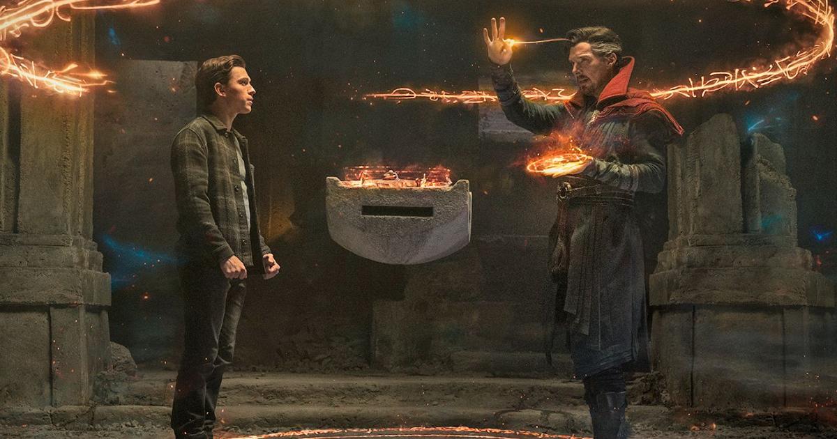 spider-man e doctor strange sono nel mezzo del lancio di un potente incantesimo - nerdface