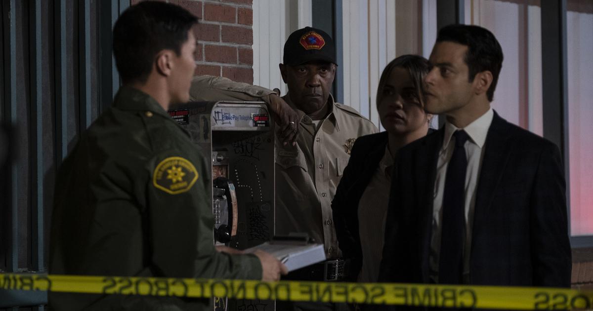 rami malek è il detective appena arrivato sul luogo del crimine, circoscritto dai classici nastri gialli della polizia - nerdface