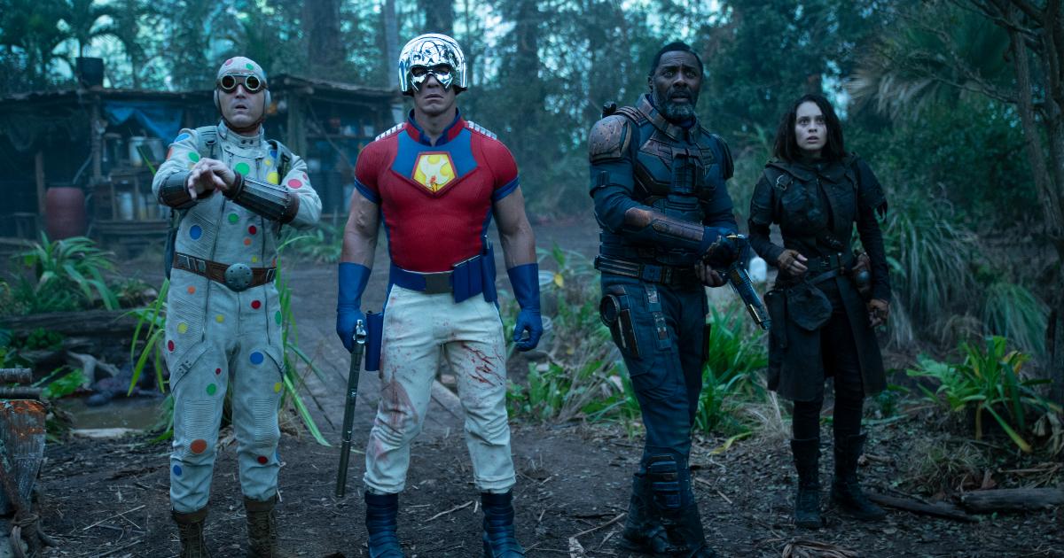 polka-dot man, peacemaker, bloodsport e ratcatcher 2 sono in mezzo alla giungla e gurdano sorpresi davanti a loro - nerdface