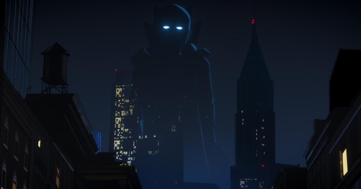 il watcher osserva un mondo e la sua figura si staglia nella notte, sulla skyline di una metropoli - nerdface