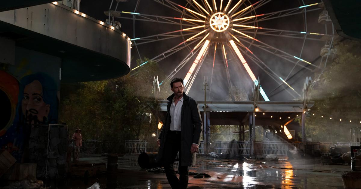 hugh jackman cammina in un luna park abbandonato e sommerso dall'acqua - nerdface