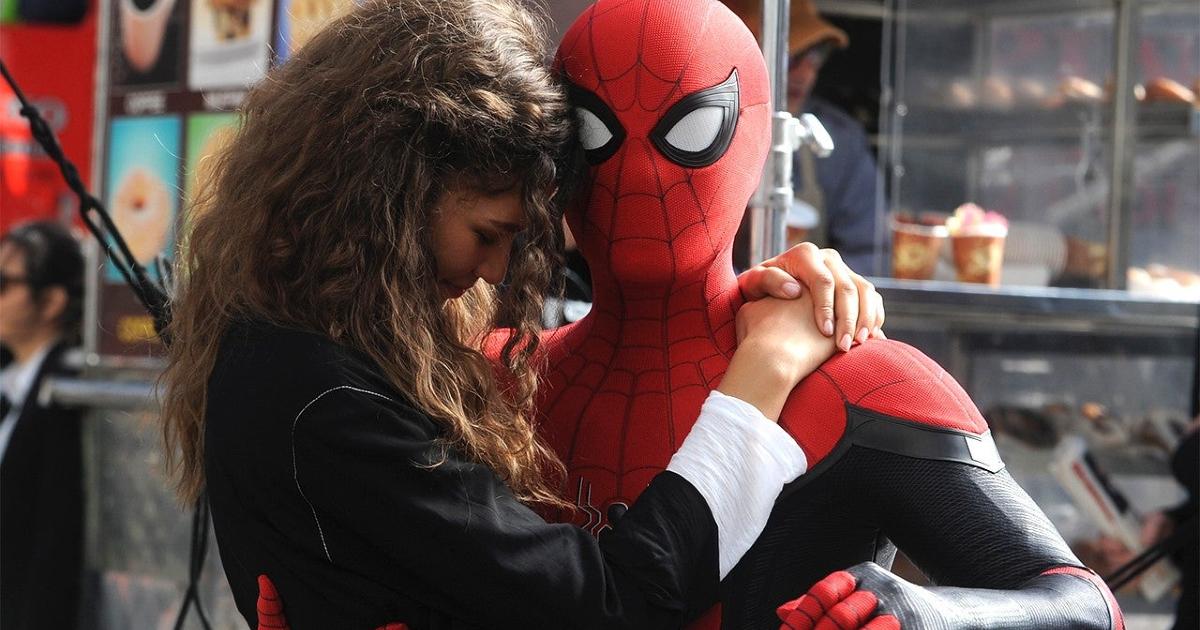 MJ abbraccia spider-man, ora che tutti sanno la sua vera identità - nerdface