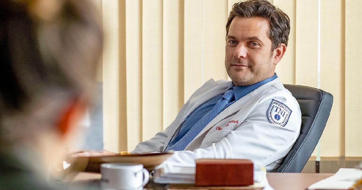 Il dottor morte alla sua scrivania - nerdface