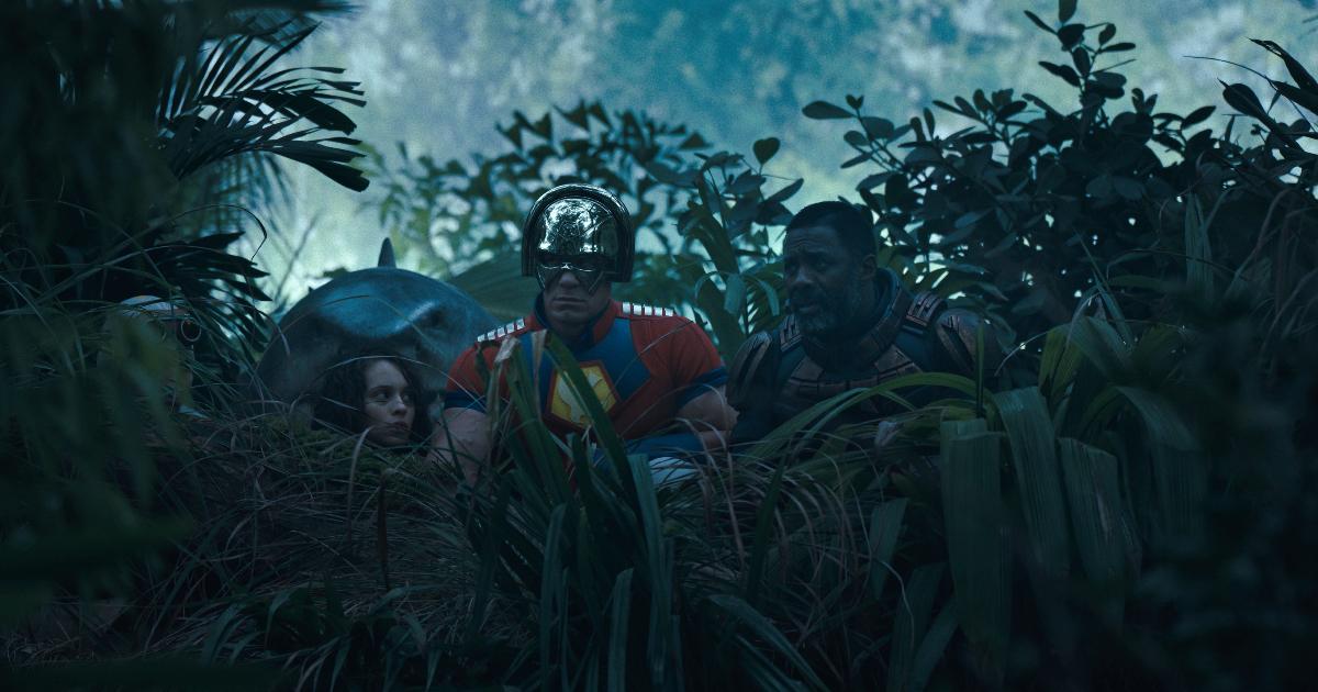 la suicide squad si affaccia dalla giungla - nerdface