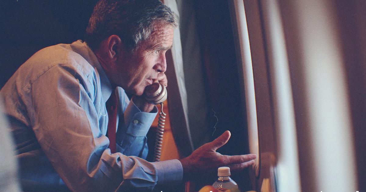 george bush è al telefono a bordo dell'air force one - nerdface