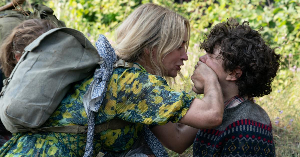 la madre tappa la bocca al figlio - nerdface