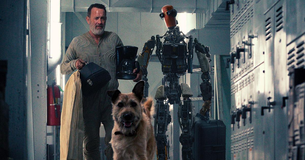 finch, il robot e il cane stanno uscendo da un bunker - nerdface