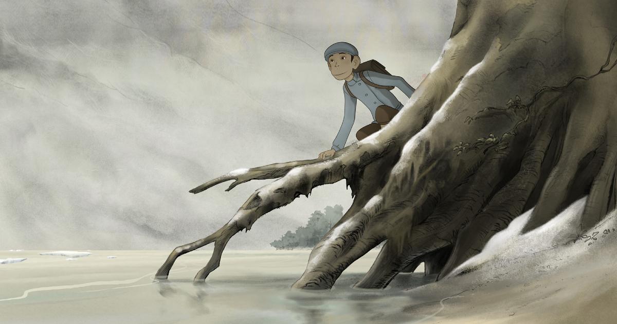 un ragazzo si sporge sull'acqua arrampicato su alcune grosse radici - nerdface