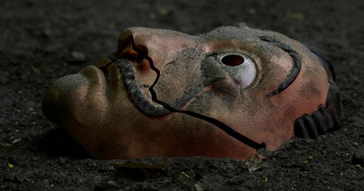 Una maschera della banda de La Casa di Carta a terra - nerdface