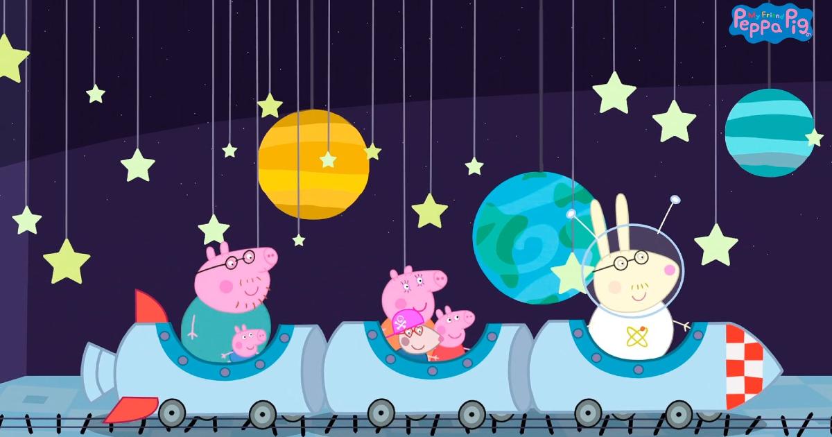 peppa pig e famiglia sono s un trenino e passano in mezzo a pianeti di cartapesta - nerdface