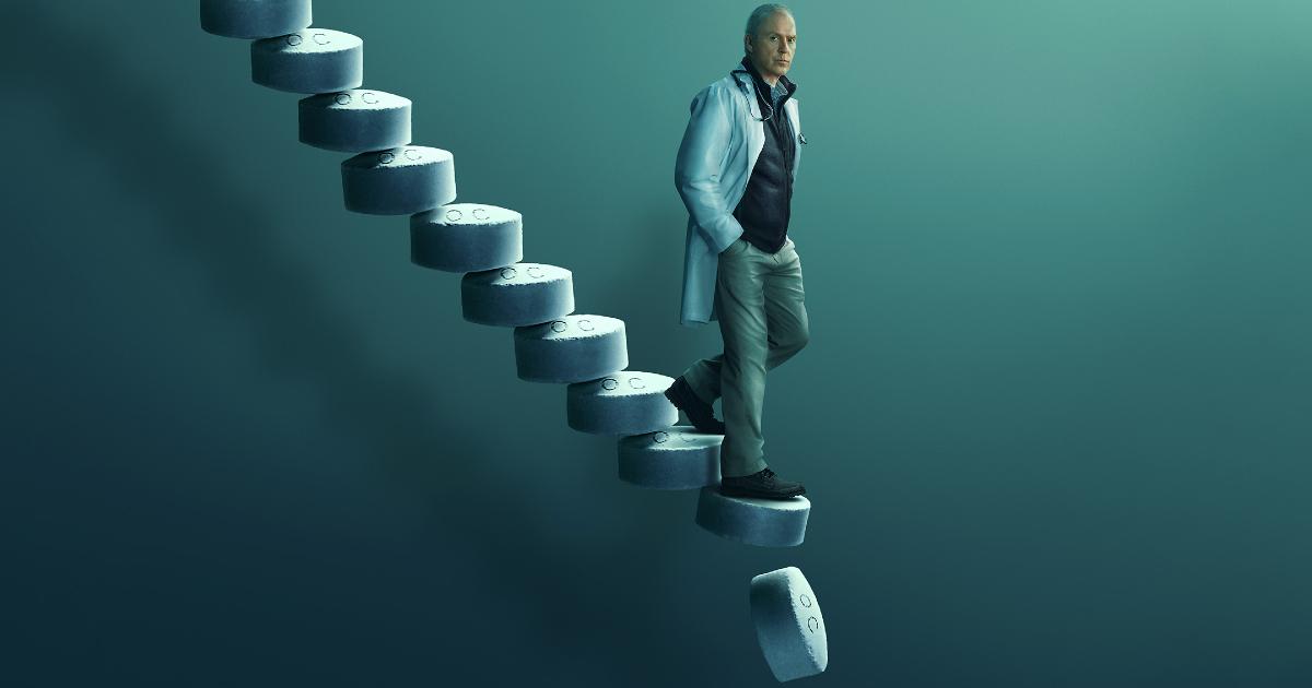 michael keaton scende una scala fatta di pillole - nerdface
