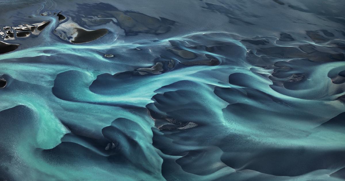 una foto pazzesca evidewnzia i tantissimi toni di azzurro di un bacino - nerdface