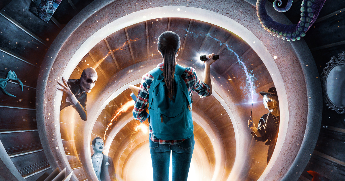 il dettaglio della key art di just beyond mostra una ragazza con la torcia che sbircia in un tunnel dal quale si affacciano strane creature - nerdface
